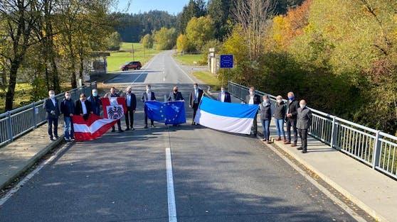 """Insgesamt sieben Grenzlandgemeinden protestieren gegen die """"Grenzschließung durch die Hintertüre""""."""