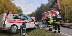 Rettungswagen verunfallt und überschlägt sich