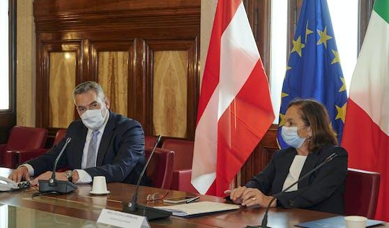 Innenminister Karl Nehammer mit seiner italienischen Amtskollegin Luciana Lamorgese