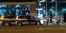 Polizeiauto bleibt auf Schienen stecken – Wiener helfen