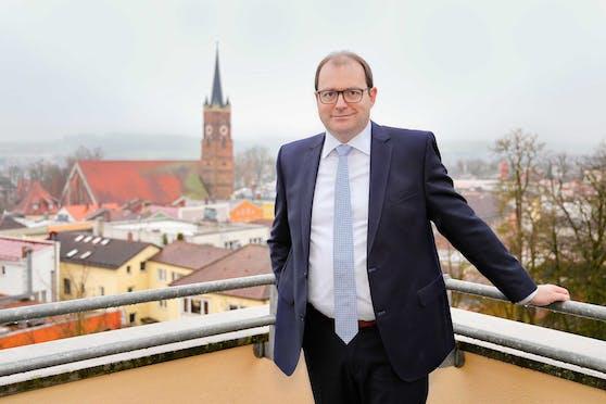 Der Landrat des niederbayerischen Landkreises Rottal-Inn, Michael Fahmüller (CSU), glaubt, dass Grenzpendler Schuld sind an den hohen Zahlen in Bayern.