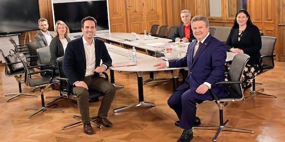 Neos um Christoph Wiederkehr (links) verhandeln mit SPÖ-Delegation von Bürgermeister Ludwig.