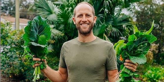 Rob Greenfield (33) in seinem geliehen Garten