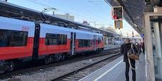Zugausfälle in Wien: Pendler warten auf Bahnsteigen