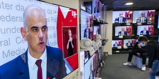 In Telegram-Gruppen mobilisieren die Corona-Skeptiker dazu, Strafanzeigen gegen Bundesrat Alain Berset einzureichen.