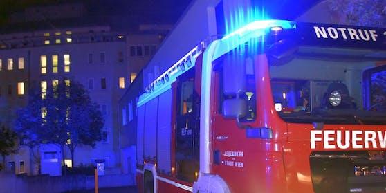 Feuerwehr-Einsatz in Wien-Simmering: Ein 55-Jähriger steckt seine Wohnung in Brand