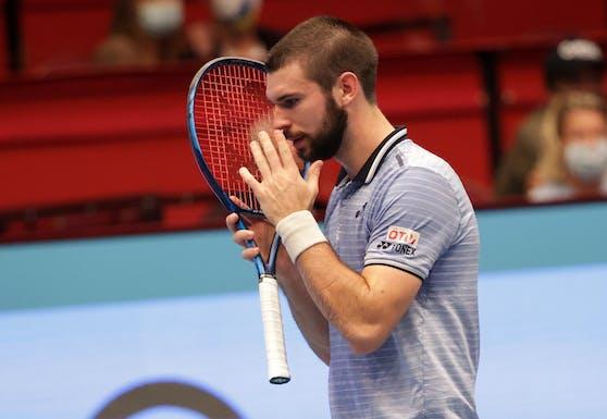 Jurij Rodionov ärgert sich nach seinem Achtelfinal-Out.