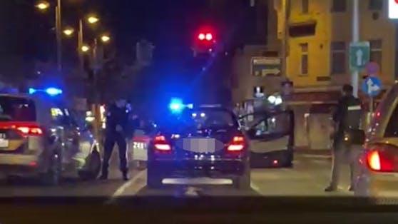 Die Polizisten nahmen beide Männer fest.