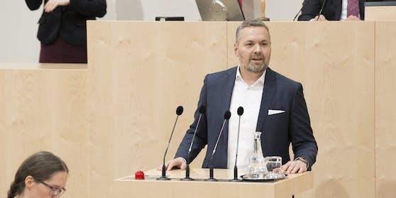 ÖVP-General Axel Melchior fordert den Rücktritt Kickls.