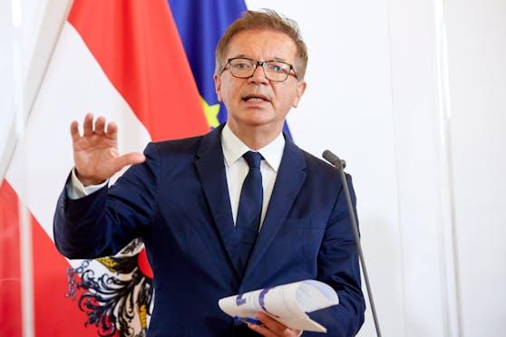 Gesundheitsminister Rudolf Anschober (Grüne) während einer Pressekonferenz