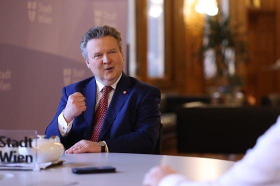 """Wiens Bürgermeister Michael Ludwig: """"Ich habe starke, muskulöse Wadln. Also da braucht wer schon starke Zähne."""""""