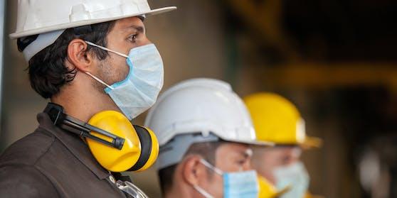 Unternehmen solleneine Maskenpflicht am Arbeitsplatz einstellen, sofern Mitarbeiter und Arbeitgeber damit einverstanden sind.