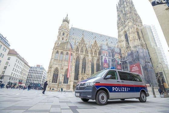 Polizei vor dem Wiener Stephansdom