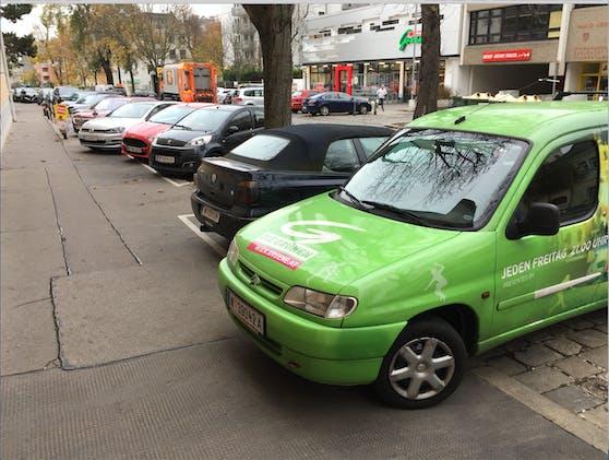 """Wahlkampfauto der """"Grünen"""" verparkt Gehsteig"""