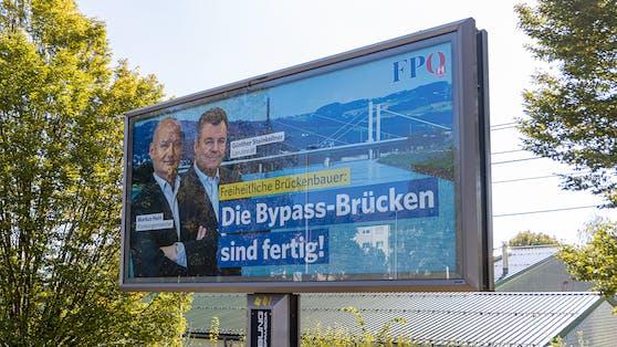 """Die FPÖ-Politiker lassen sich als """"Brückenbauer"""" feiern."""