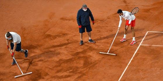 """Djokovic springt als """"Staubsauger"""" ein."""