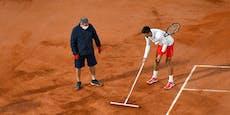 Djokovic putzt Platz selbst und sammelt Sympathiepunkte