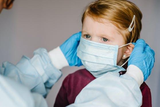 Meldungen, Schutzmasken wären für den Tod von Kindern verantwortlich, sind erfunden.