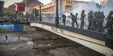 Video: Polizist schubst 16-Jährigen von Brücke