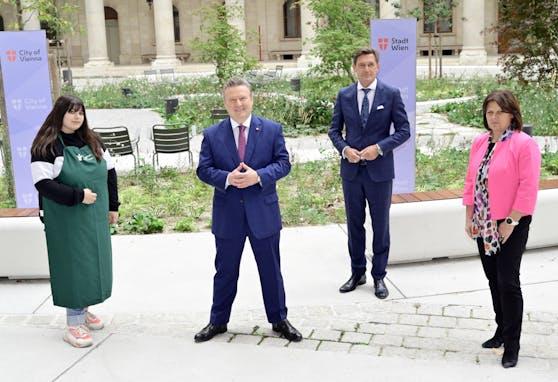 Stiftung im Rathaus vorgestellt: Teilnehmerin, Bürgermeister Michael Ludwig, Wirtschaftsstadtrat Peter Hanke und AK-Präsidentin Renate Anderl.