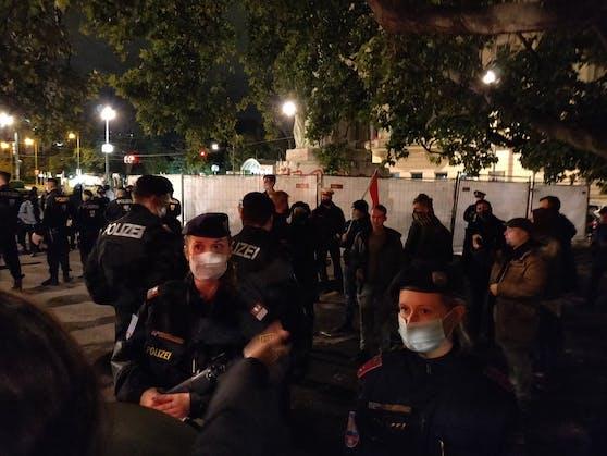 """Rechtsextreme haben die """"Schandwache"""" am Lueger Platz gestört."""