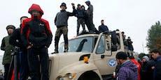 Ausschreitungen und Sturm auf Parlament in Kirgistan