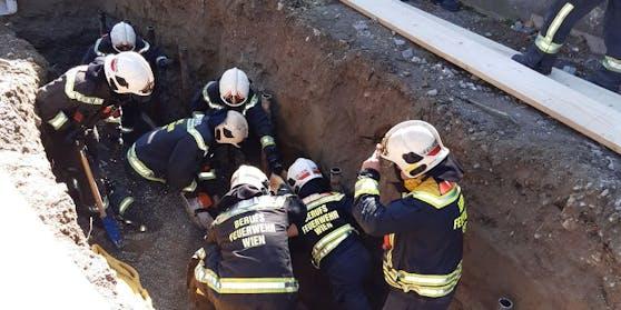 Die Rettungsarbeiten in der Baugrube