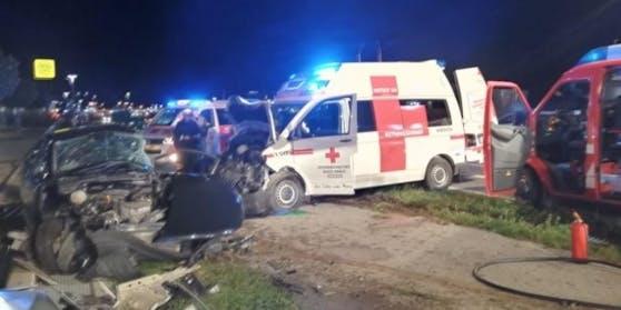 Bei dem Crash kam die Lenkerin des Pkw ums Leben.