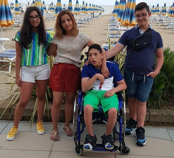 Ricardo mit Schwester Carolina, Mama Jasmina und Bruder Antonio
