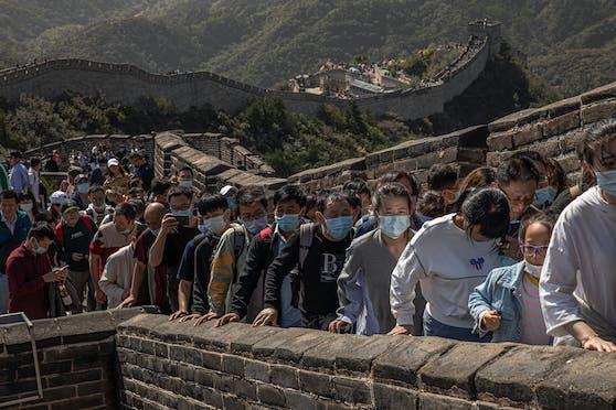 Millionen Touristen strömten auf die Chinesische Mauer, als gäbe es kein Corona.