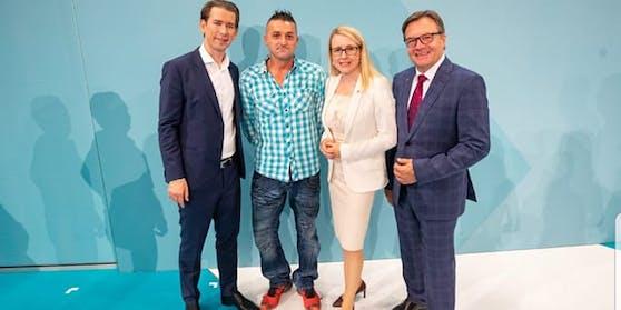 Vor einem Jahr traf Bergbauer Franz Pair (2.v.l.) Bundeskanzler Sebastian Kurz (li.) in Kufstein (T). Ebenfalls dabei: Ministerin Margarete Schramböck und Tirols Landeshauptmann Günther Platter (v.l.).