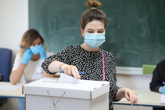 Wien geht am Sonntag wählen - mit Maske.