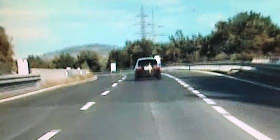 Raser-Foto aus einer Streifenwagen-Kamera der Polizei. Symbolbild