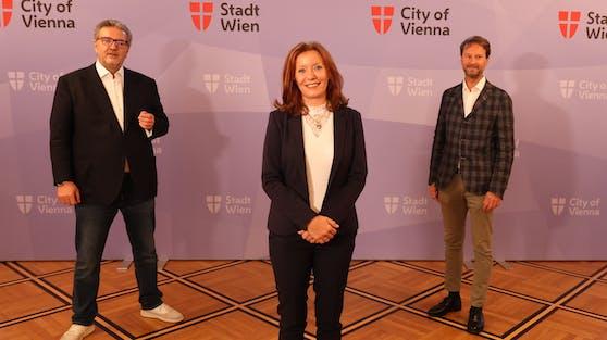 Stadtrat Peter Hacker (SPÖ), Evelyn Kölldorfer-Leitgeb (Generaldirektorin des Gesundheitsverbundes) und Primarius Manfred Greher bei der Pressekonferenz am Donnerstag.