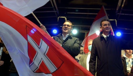 HC Strache und Karl Baron (rechts)