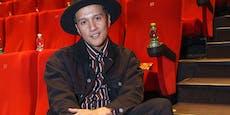 """Musiker Vincent Bueno war in der Schule """"der Chinese"""""""