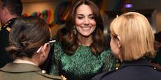 """Herzogin Kate sahnt Titel """"Kleid des Jahrzehnts"""" ab"""