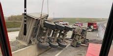Lkw lag nach Crash quer über mehrere Spuren auf der A5