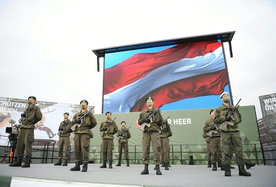 Beim Nationalfeiertag 2020 setzte das Heer auf Masken und Abstand.