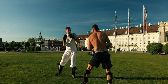 Ein Boxkampf vor der Hofburg