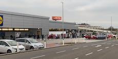 Hunderte stehen wieder Schlange vor Supermarkt