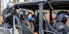 Polizei mit Schlagstöcken gegen Umweltaktivisten