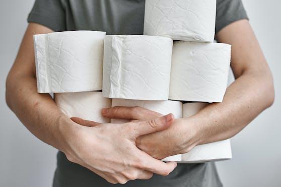 Die Herstellungskosten für Toilettenpapier steigen – Experten befürchten daher schon bald einen sprunghaften Preisanstieg.