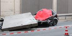 Tonnenschwere Platte fällt auf Auto – Fahrerin stirbt