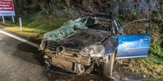 Der völlig demolierte Wagen