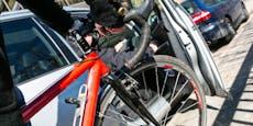 Radfahrerin bei Kollision mit Autotür verletzt