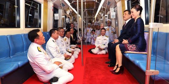 In Thailand darf niemand mit dem König auf Augenhöhe sein.