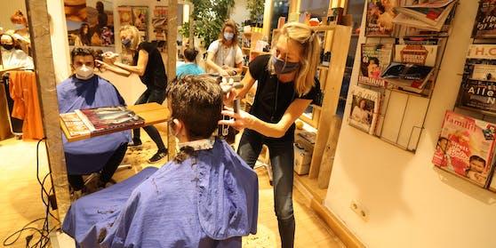Aufruf nach einem Friseur-Besuch