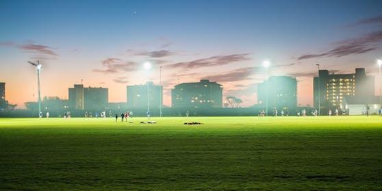 Ein Fußballplatz. (Symbolbild)