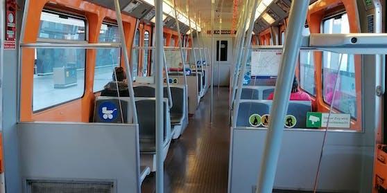 Fahrgäste sind am ersten Tag des Lockdowns mancherorts Mangelware.